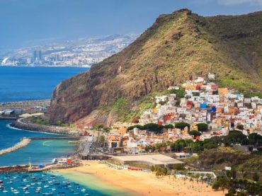 Baleares y Canarias tratan de salvarse de la nueva quema provocada por la cuarentena británica