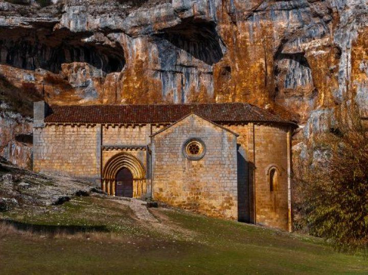 Ermita de San Bartolomé de Ucero, el esotérico templo perdido en un paraíso natural