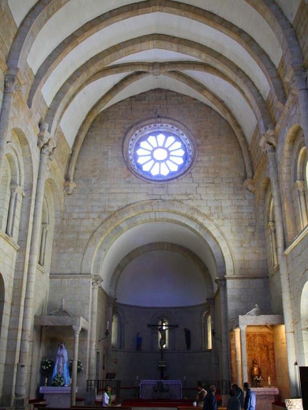 Interior de la iglesia de San Xoán de Portomarín