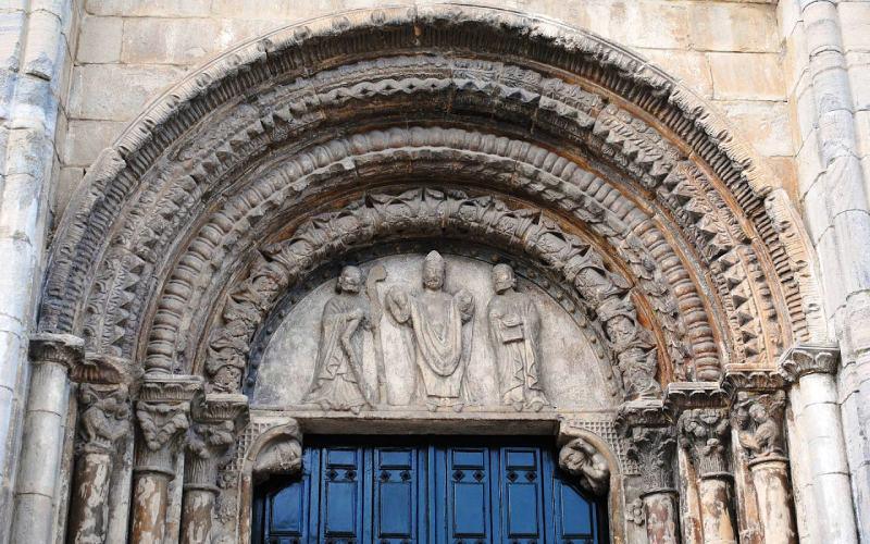 Portada sur de la iglesia de San Xoán de Portomarín