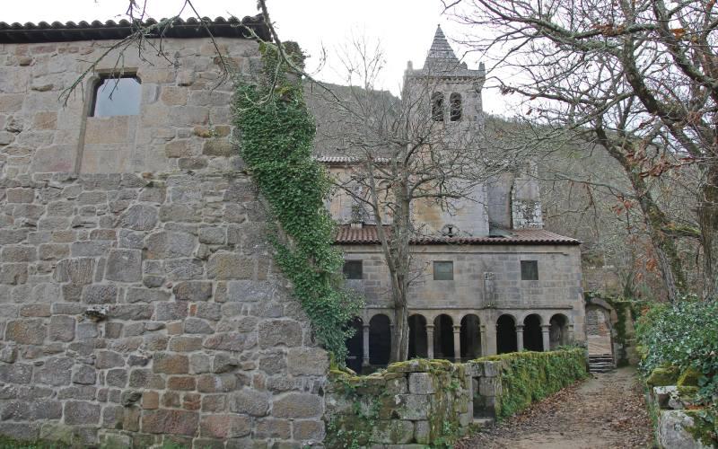 El monasterio de Santa Cristina de Ribas de Sil contemplado desde su parte trasera