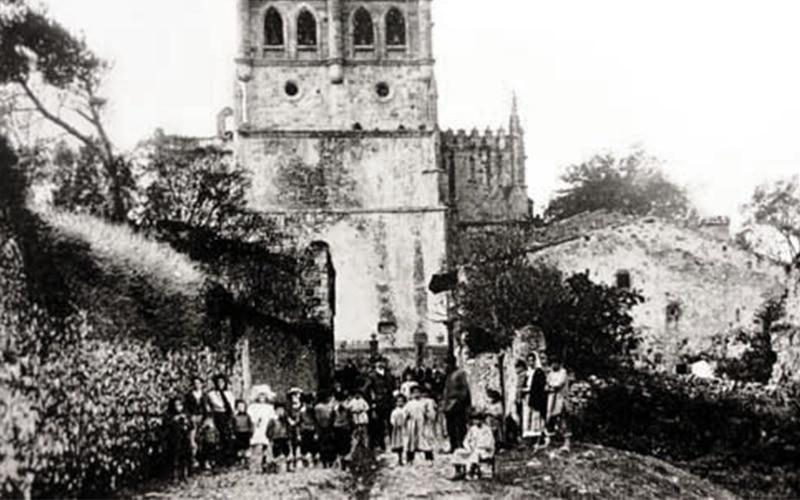 Foto antigua Iglesia de Santa María de los Ángeles de San Vicente de la Barquera