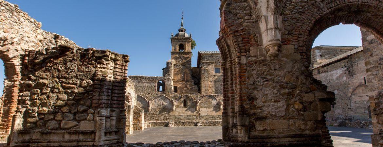 Santa María de Carracedo en El Bierzo