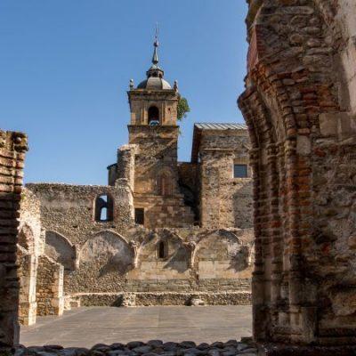 Santa María de Carracedo, el poderoso monasterio del Bierzo arruinado por las desamortizaciones