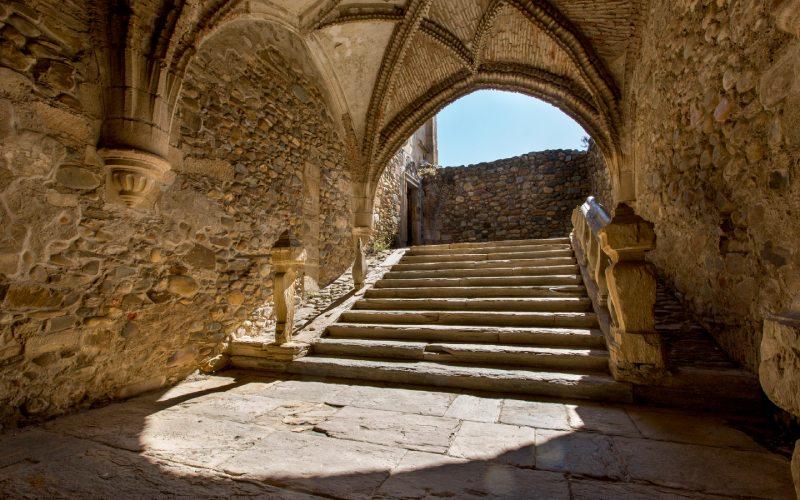 Escalinata en Santa María de Carracedo