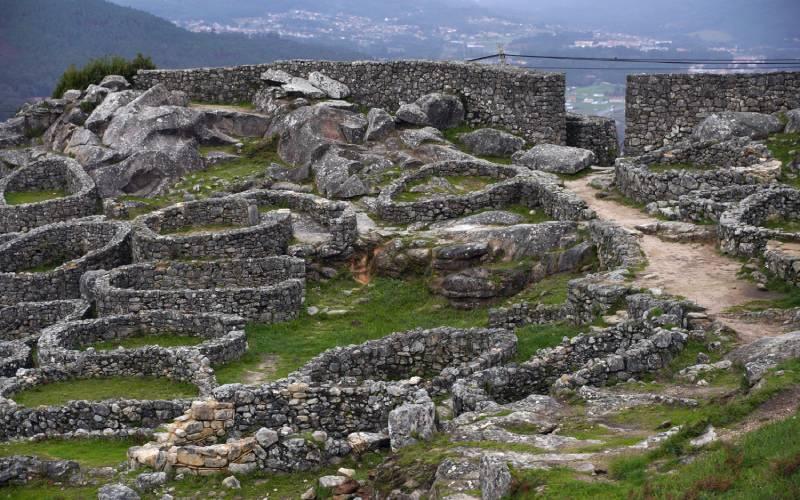 Conjunto urbano de Santa Tecla, con muralla