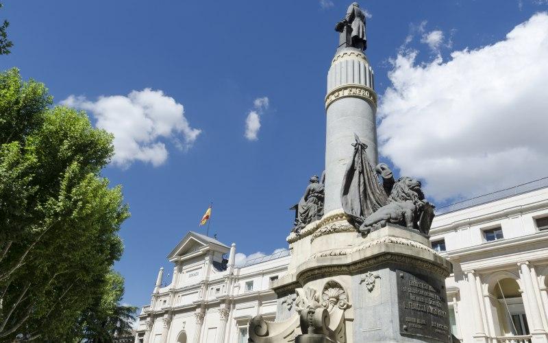 Palacio del Senado y monumento a Francisco Romero Robledo