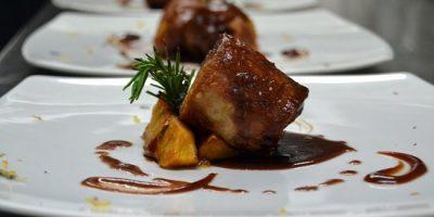 comer mesa restaurante serafin