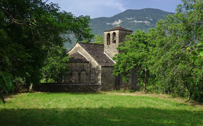 Santa Eulalia de Oros Bajo Iglesias Serrablo