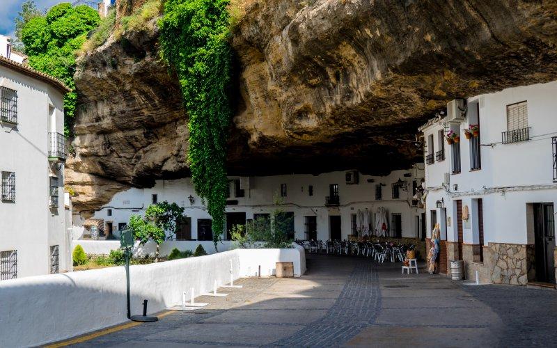 Casas de Setenil de las Bodegas, edificadas en simbiosis con la geología de la zona