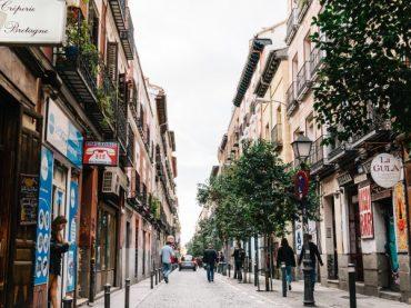 Las curiosidades que definieron a Malasaña, la gran mezcla de lo castizo y lo alternativo en Madrid