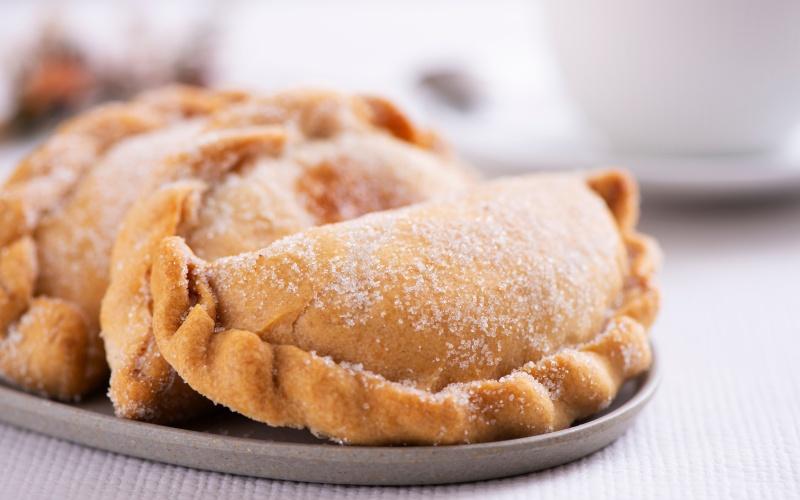 Plato de pastissets de boniato. | Shutterstock