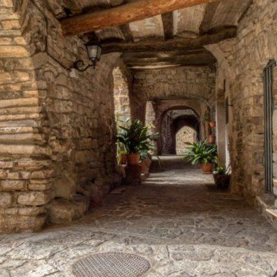 Montfalcó Murallat, la última fortaleza de Les Oluges