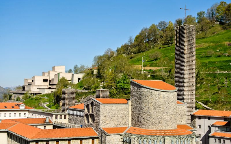 El santuario es objeto de peregrinación por creyentes de todo el mundo
