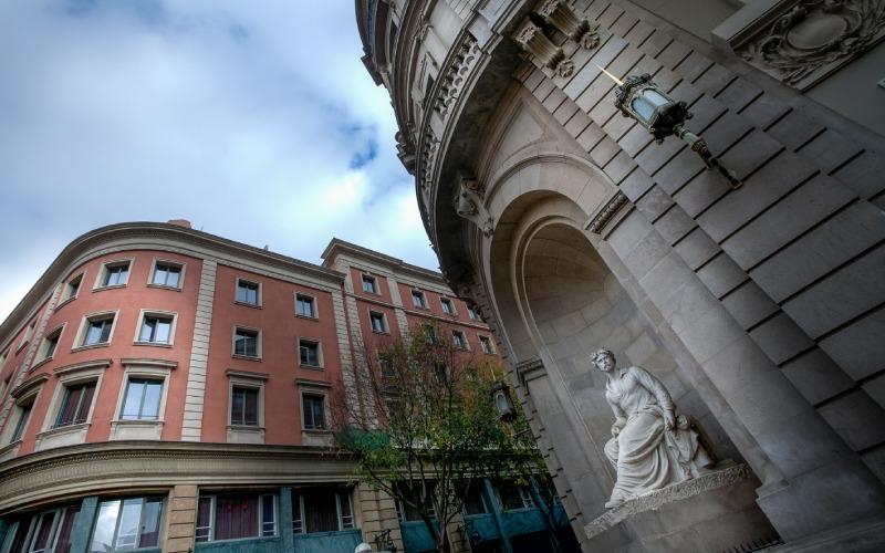 Escultura en honor a Mariano Fortuny expuesta en Barcelona