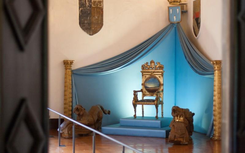 Trono de Gala, Castillo de Púbol