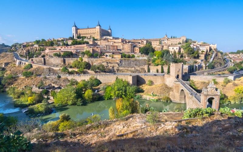 Vistas desde un mirador a la ciudad de Toledo