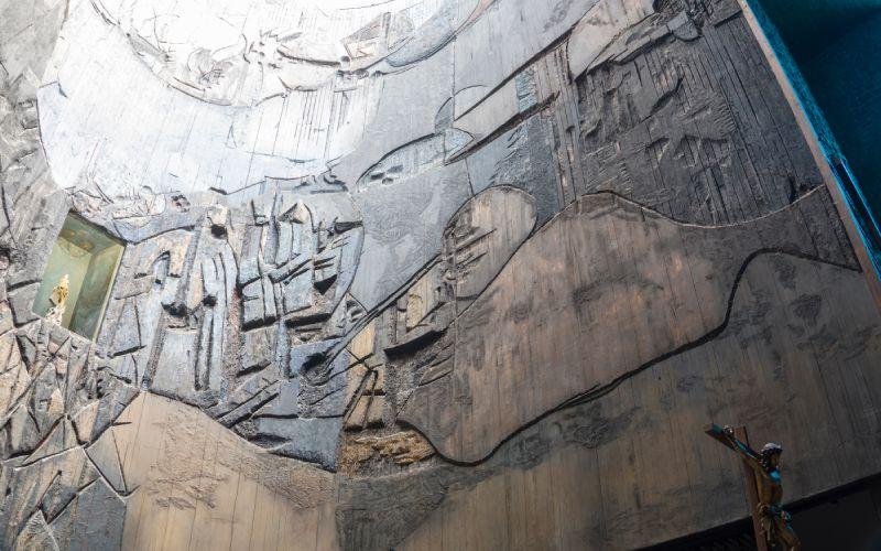 El retablo del santuario derrocha detalles y simbolismos