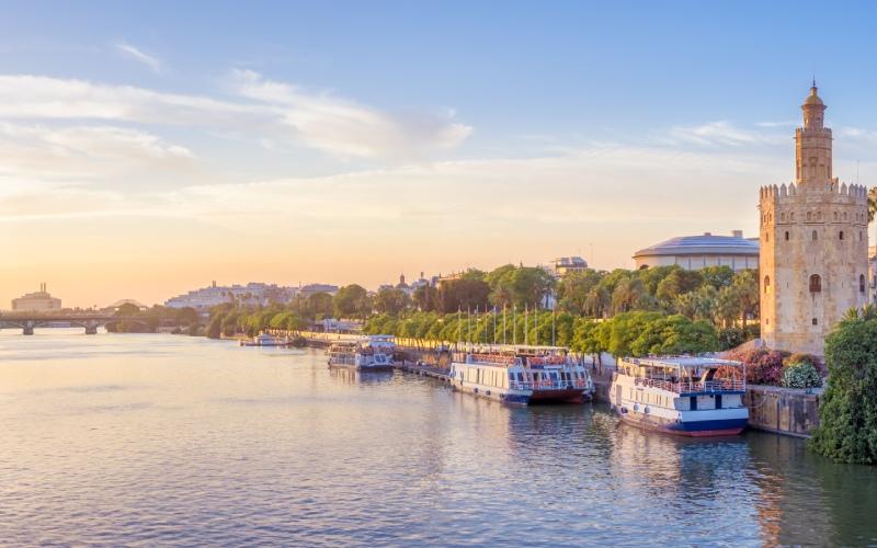 Río Guadalquivir y Sevilla. | Shutterstock