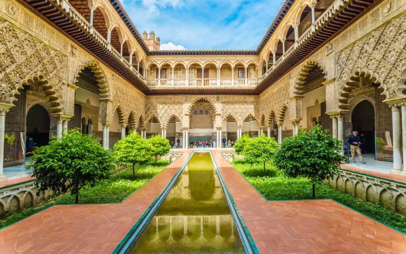 Patio en el interior de el Real Alcázar de Sevilla