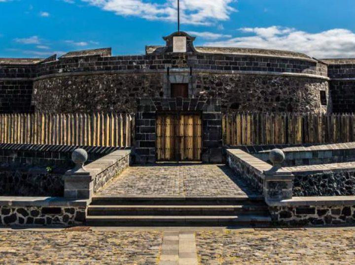 El castillo negro en cuyos alrededores se homenajea el día en que Tenerife venció a Nelson