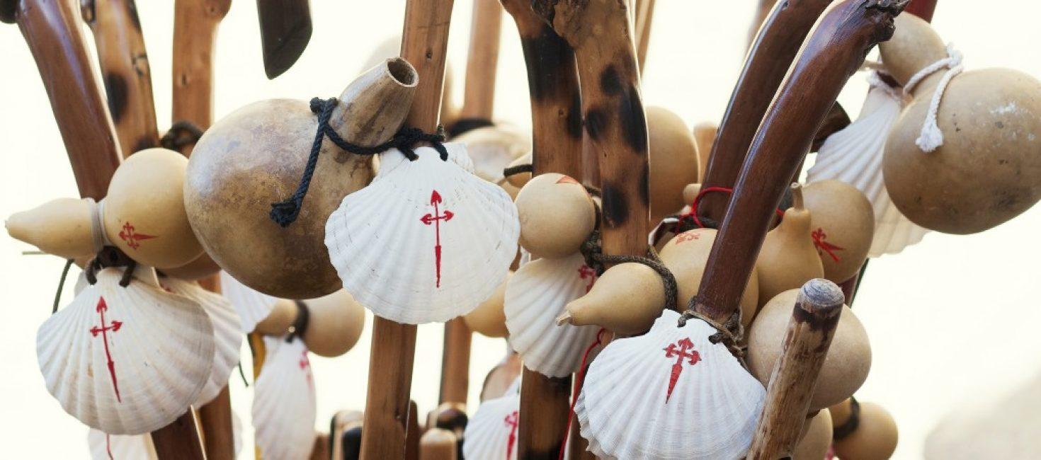 Concha, bordón y calabaza: los símbolos del peregrino del Camino de Santiago