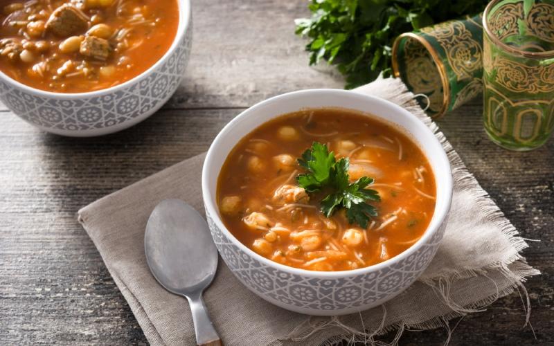 Plato de sopa moruna. | Shutterstock