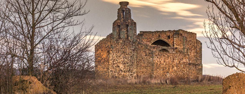 Vista completa de las ruinas Iglesia de Santa Marina de Tardemézar