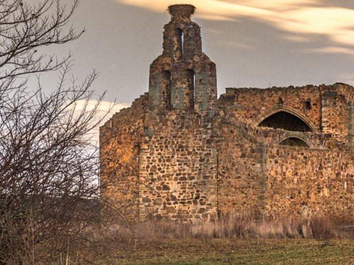 Iglesias en ruinas españolas, bellos fantasmas del pasado