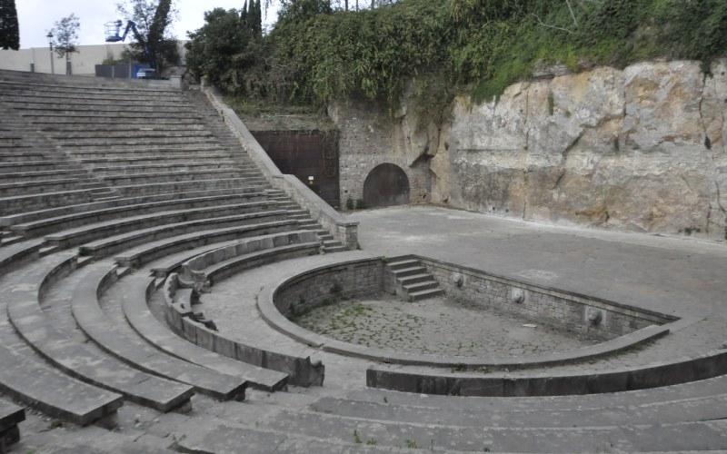 Orchestra y parte de la escena del Teatre Grec