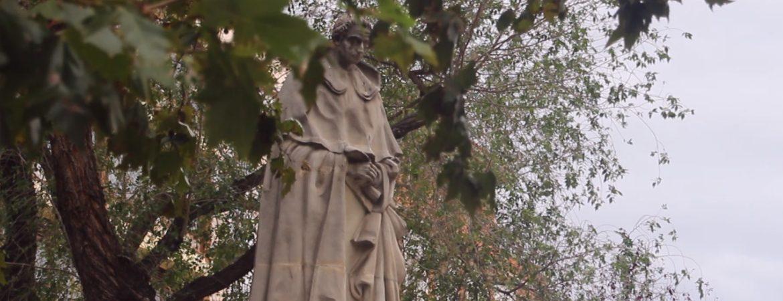 Escultura de Tirso de Molina en Madrid