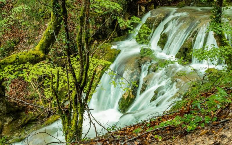 Una de las cascadas de Tobera