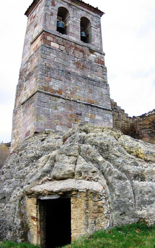 Torre exenta del eremitorio rupestre de Olleros de Pisuerga