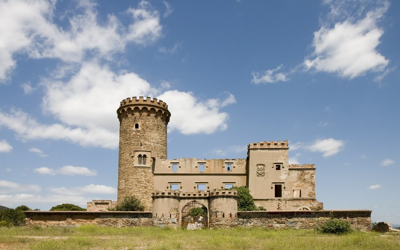 Vista general del castillo Torre Salvana