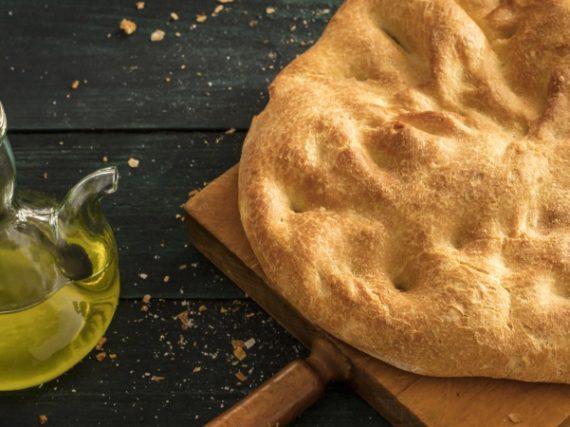 Torta de aceite de Aranda, el pan tradicional de las provincias castellanas del Duero