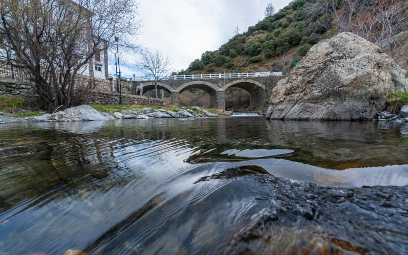 Vista del Puente Antiguo sobre el río Trevélez