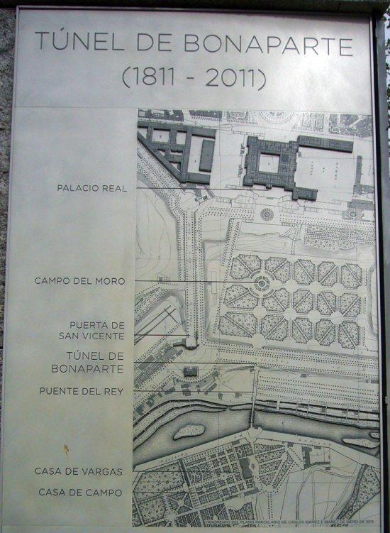 Placa conmemorativa con la situación del Túnel Bonaparte