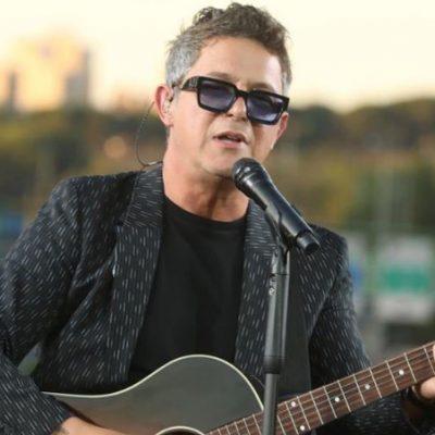 Alejandro Sanz da un concierto sorpresa en un puente de la M-30, ahora llamado «Corazón partío»