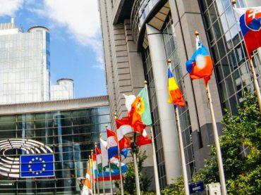 La Unión Europea lanza hoy su plan de turismo mientras el sector tiembla en España