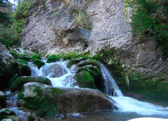 Parque natural de valderejo espa a fascinante for Piscinas naturales pais vasco