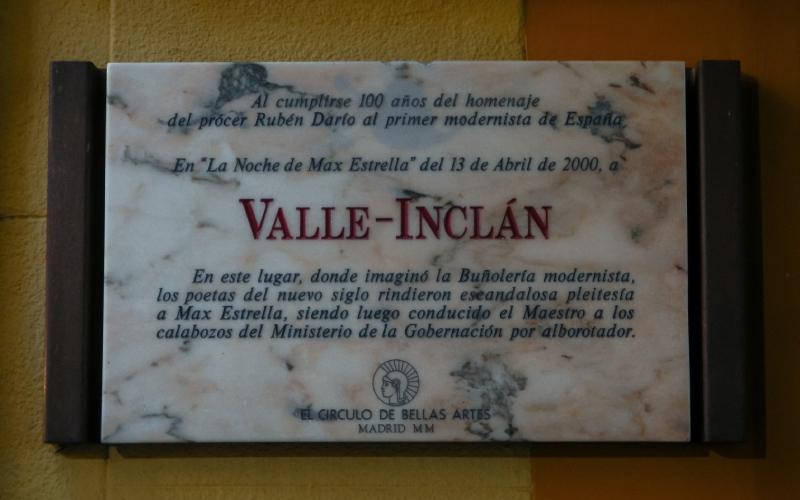 Placa conmemorativa a Valle-Inclán en la ciudad de Madrid