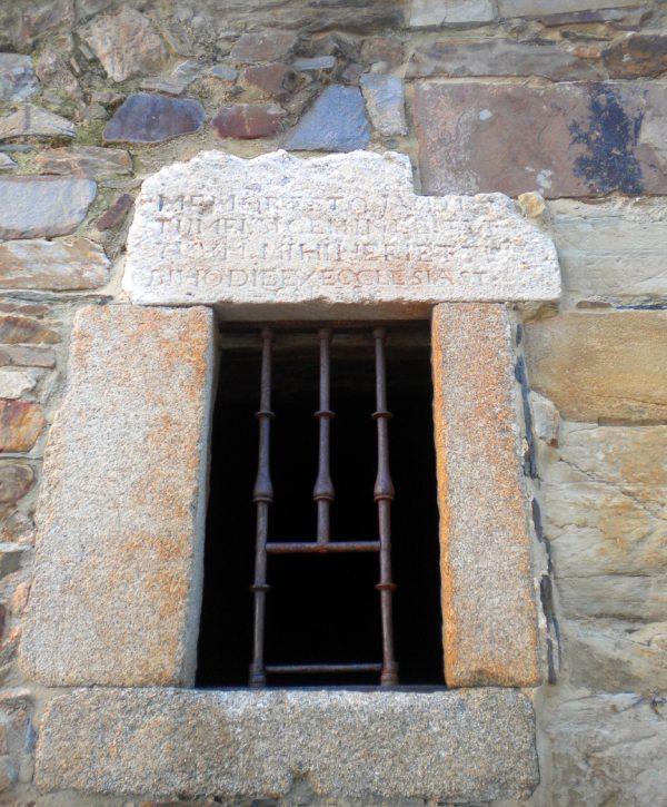 Ventana de la celda de las emparadedas de Astorga