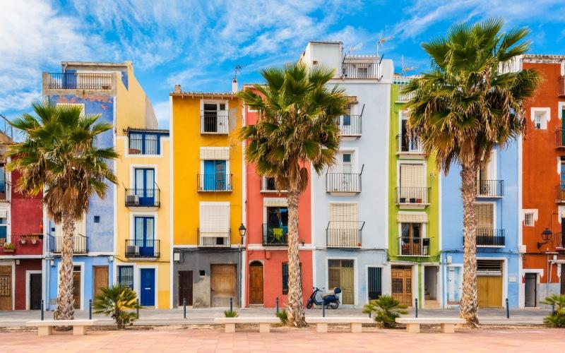 Villajoyosa, un paraíso de colores muy cerca de Polop de la Marina