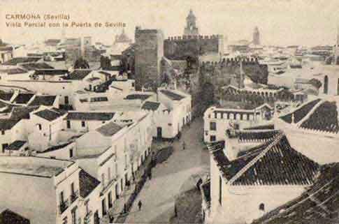 Puerta Sevilla Carmona postal antigua