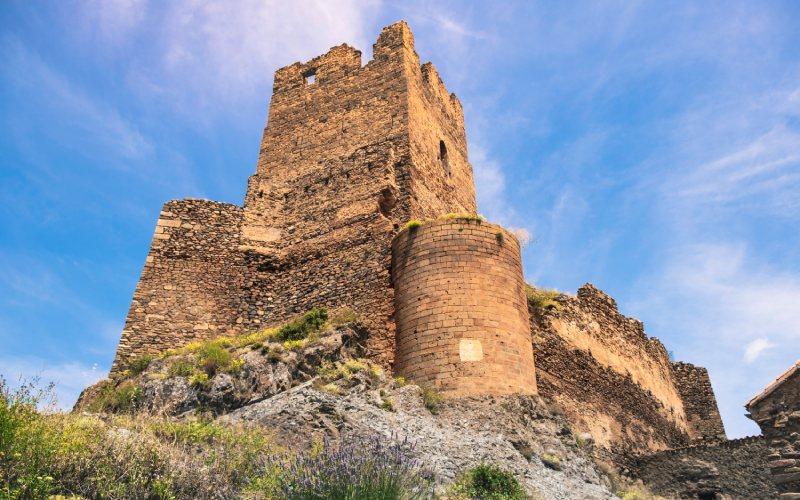 El castillo de Vozmediano sobre varios peñascos