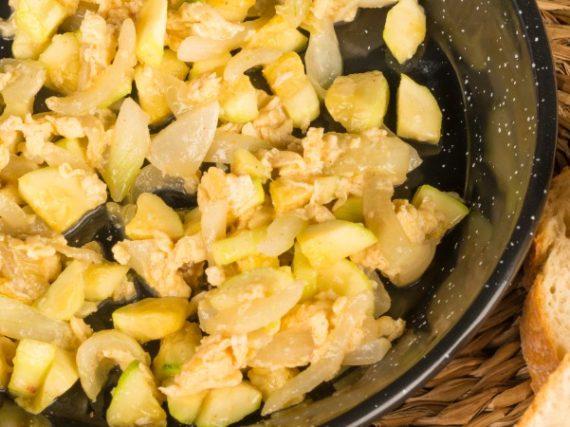 Receta de zarangollo murciano, un revuelto de verduras con mucha historia